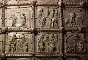 Verona,_Basilica_di_San_Zeno,_bronze_door_004